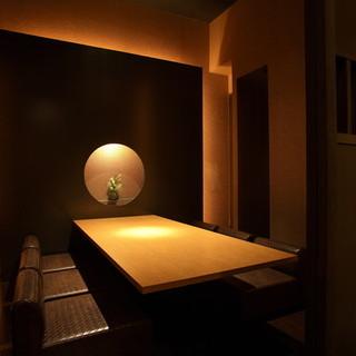 <完全個室完備>寛ぎの一時を叶えるモダンな和造り空間。
