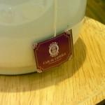 カフェドゥオペラ - ティーバッグ(アールグレイ)はお店の名前の入ったラベルが。紅茶はポットに約2杯分。個人的には、少し薄すぎる感じがしました。