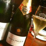 フランス家庭料理  グランダミ - オーナーソムリエが選ぶワインは、フランスに限らずその季節に合う国のワインを☆