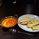 21353480 - エビカレーと、とろとろチーズが入ったナン