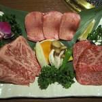 焼肉さくら亭 - 3種盛り合わせ(1.5人前)3000円 上タン、上カルビ、上ロース、野菜焼き。