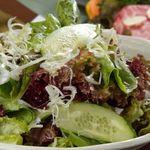 焼肉さくら亭 - 味付けサラダ550円 焼肉と非常に相性のいいさくら亭自慢の絶品サラダです!