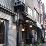 21356038 - 阪神難波線千鳥橋駅近く。意外と大通りに面した店舗