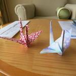 21360328 - 部屋に置かれる鶴の折り紙