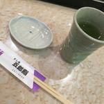 五郎鮨 - お茶を飲みながら待ちます