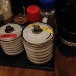 焼きとり炉端処 元気 - 醤油です。、酢醤油です。串入れです。ってすごく丁寧(^.^)