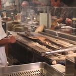 山利喜 - 軟骨のタタキ 醤油味 を焼いております
