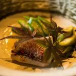 Restaurant 清助 - ノドグロのポシェ佐渡野菜添え。八幡芋にノドグロの子を和えてあり、オクラを飾りに。 ソースはフュメドポワソン(ノドグロ)のカルダモン風味。アクセントと彩りにピンクペッパーを散らしてあります。