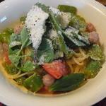 21374295 - イベリコ豚ソーセージと旬野菜トマトとチーズのスパゲティ