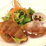 Cafe fuWAri - ミニクロワッサンサンドセット(サラダ・スープ付き) 850円