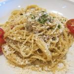バンビーナ - 玉葱とアンチョビのスパゲッティ