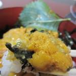 天然活魚の店 花靖  - 特製醤油ダレをかけ口に運ぶと濃厚でクリーミーなウニの甘味と絶妙なバランスでバリウマです。