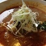 麺菜館 楽屋 - 酸味と辛味の楽屋麺¥900
