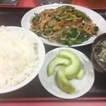 龍華 - 細切り肉とニラ炒め定食(750円)