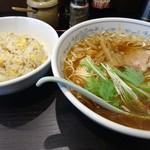 Kaikaitei - 「ラーメン」+「半チャーハン」=850円也。税込。