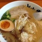筑豊ラーメン山小屋 - 玉子ワンタン麺@850円