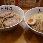 21386817 - 特製つけ麺(中盛り)とつけ麺(大盛り)