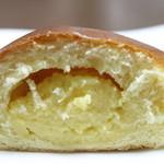 ブーランジェリー プチットゥ フォレ - クリームパン