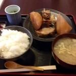 和食 斉とう - ブリ大根定食