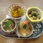 巽蕎麦 志ま平 - 無花果の胡麻ダレ、浅利と大根、南瓜、大豆煮