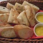 21394107 - オリーブのパン・フォッカチャ・バケット・じゃがいもと南瓜のペースト