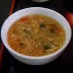 新新飯店 - 定食のスープ