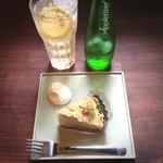 チーズケーキプリンセス岡崎カフェ - アップルサイダーとチーズケーキ