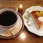 21402707 - マロンケーキとブレンドコーヒーのセット  850円