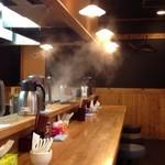 上海麺館 - こざっぱりした店内