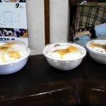 いのうえ家 - テイクアウト用の焼き豚玉子飯が並んでいきます(*^艸^*