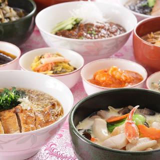 TV放映の「土鍋の海鮮あんかけ」をはじめ豊富なメニュー