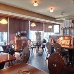 キイトス茶房 - 店内のテーブル席の風景です