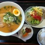 まねき猫食堂 - 味噌ラーメン定食 830円