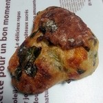 くるみのランプ - ホウレン草のチーズパン