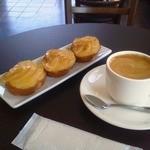 CAFE 風土 - エスプレッソアメリカーノ(右) りんごのコンポート(左)