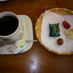 千本屋 - 石清水コーヒー、お茶菓子