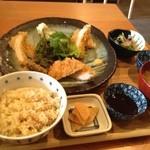 六味 - 料理写真:とんかつ定食