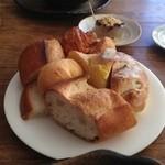 シャトードール - 食べ放題のパン