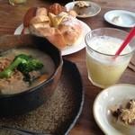 シャトードール - シチューセット*シチュー、パン食べ放題、デザート、ドリンク付きで780円