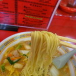 天理スタミナラーメン - 麺リフト~ 弾力があって美味しい♪