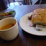 21421487 - 本日のランチ。スープとパンとサラダ。