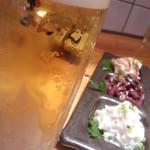 炭火焼ホルモン まんてん 代々木店 - キンキンのビールと新鮮な刺身3種