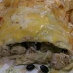 ワフーズ タコス&モア - チキン、トマト、玉ねぎ、パクチー、長米、黒豆が入ってます。あっさり