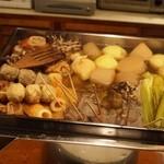 迷亭 - おでん鍋には色んな食材がギッシリ