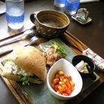 自然食 ホロ - 自然食材をいろいろアレンジされていて食べるのが楽しい♪ホロのパンランチ