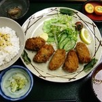 おきらく家 - カキフライ定食750円