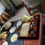 かわせみ - 天ざる蕎麦普通900円と奥が大盛り 200円