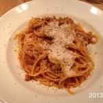 Bacco - 2013.9.20(金)18時半 ミートソースをスパゲッティでオーダー白ワイングラスで1900円(^^♪