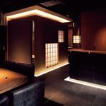 蔵鵡 - オリジナルデザインの間接照明が大人の空間を演出します。