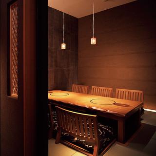 落着いた雰囲気の掘りごたつ個室。